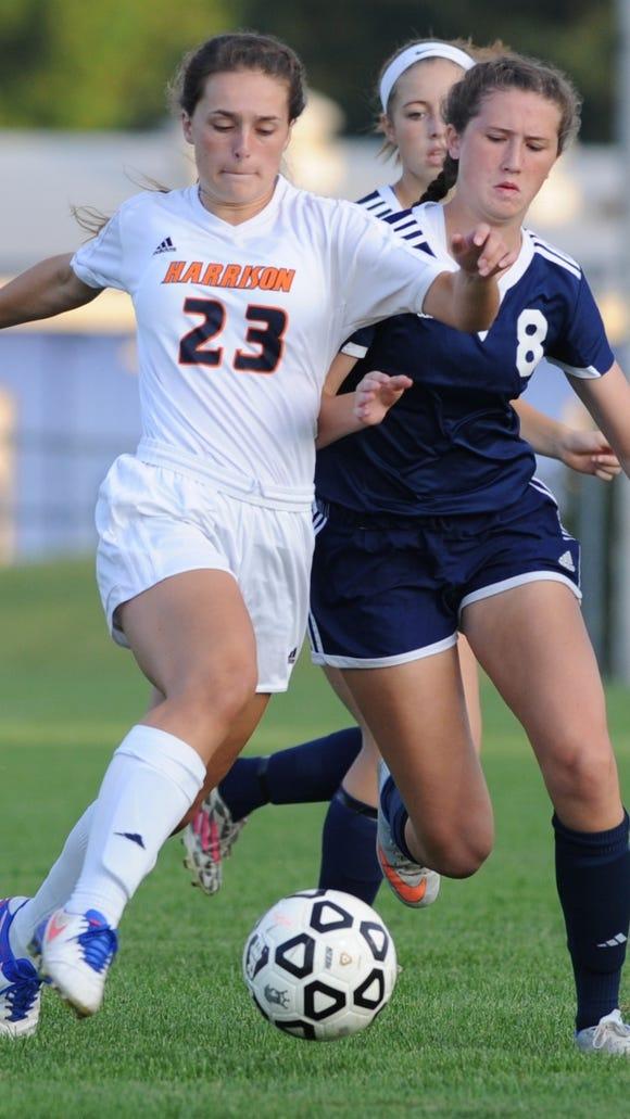 Raider junior Olivia Geswein brings the ball down field