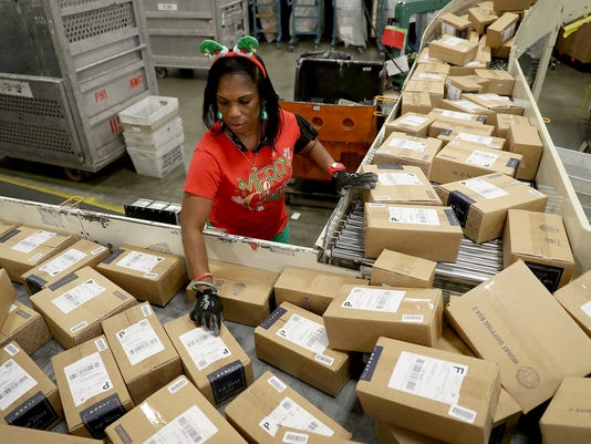 *** BESTPIX *** US Postal Service Ramps Up Mail Processing For Holiday Rush