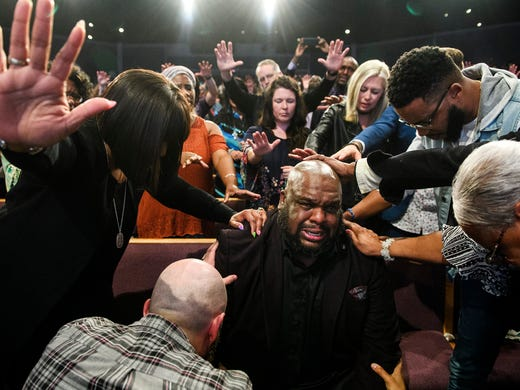 TD Jakes removes 'spirit of suicide' from John Gray in video