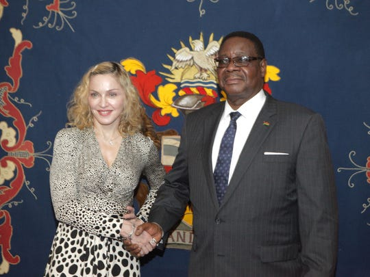 Madonna shakes hands with Malawian President Peter