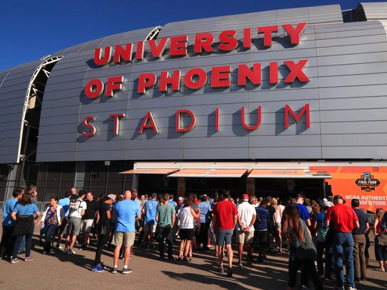 Fans purchase merchandise before national championship