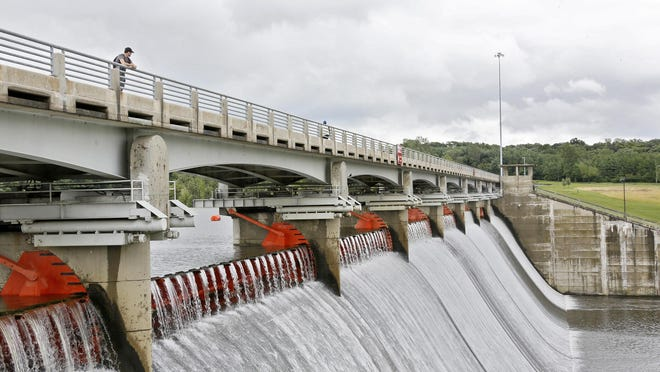 Construction crews are scheduled to begin work on the Hoover Reservoir dam beginning Tuesday, shutting the roadway to pedestrian and bicycle traffic.