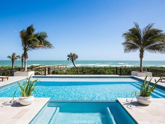 636591235798321998-pool-and-ocean.jpg