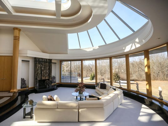 House Envy: Franklin home by DeRosiers is one dramatic venue