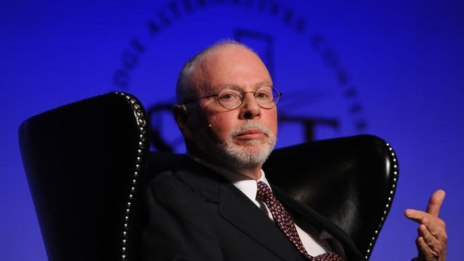 Paul Singer, Founder, Chief Executive Officer, and Co-Chief Investment Officer, Elliott Management Corporation, speaks to a crowd during the Skybridge Alternatives Conference in Las Vegas, Nevada, U.S., on Wednesday, May 9, 2012. Photographer: Jacob Kepler/Bloomberg