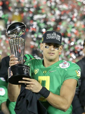 Oregon quarterback Marcus Mariota, holding the Rose Bowl trophy on Jan. 1, 2015, in Pasadena, Calif., hopes to lead the Ducks to their first national championship.