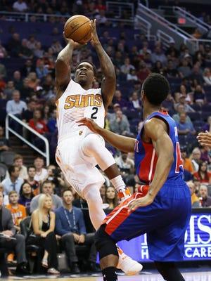 Phoenix Suns' Eric Bledsoe shoots a fall-away jumper against Detroit Pistons' Ish Smith on Nov. 9, 2016 in Phoenix, Ariz.