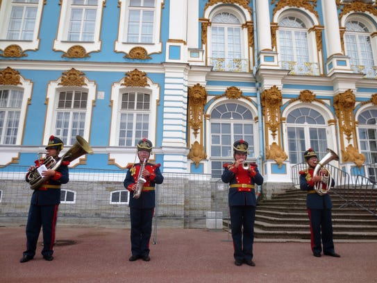 A band greets visitors to Catherine's Palace outside