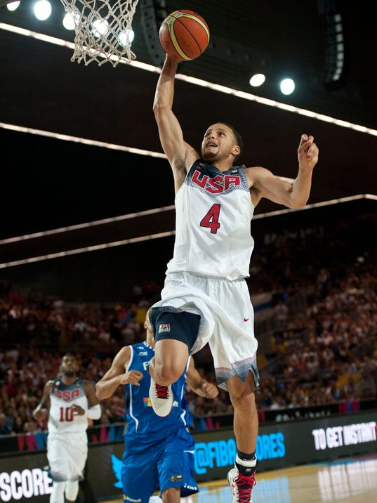 United States's Stephen Curry,  goes to dunk during the Group C Basketball World Cup match against Finland,  in Bilbao northern Spain, Saturday, Aug. 30, 2014. The 2014 Basketball World Cup competition will take place in various cities in Spain from Aug. 30 through to Sept. 14. (AP Photo/Alvaro Barrientos)
