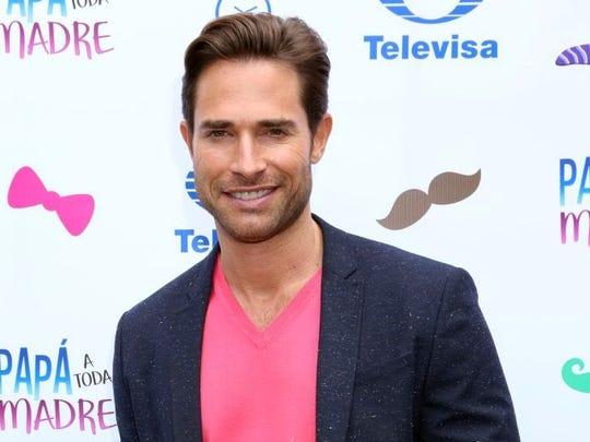 Sebastián tiene tres años de noviazgo con Angelique.