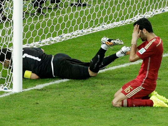 Spain's Sergio Busquets, right, holds his head after failing to score past Chile's goalkeeper Claudio Bravo during the group B World Cup soccer match between Spain and Chile at the Maracana Stadium in Rio de Janeiro, Brazil, Wednesday, June 18, 2014.  (AP Photo/Christophe Ena)