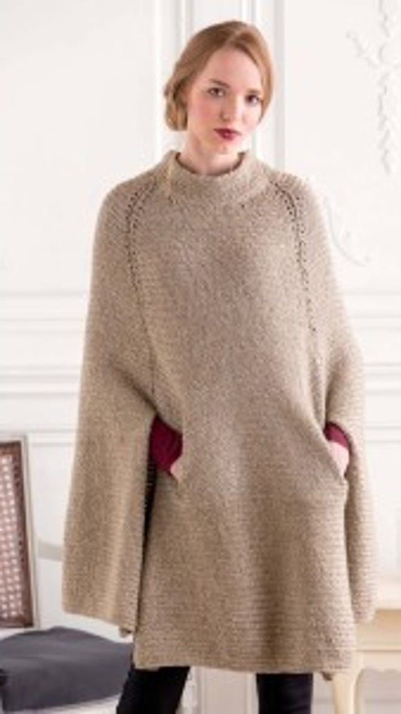 With this Shinshiro cape knitted in a nice warm yarn, you won't need a winter coat, believe me.