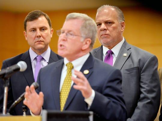 Senate Minority Leader Tom Kean Jr. (R) and Senate