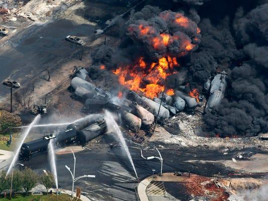 Oil Trains High Stakes (2)