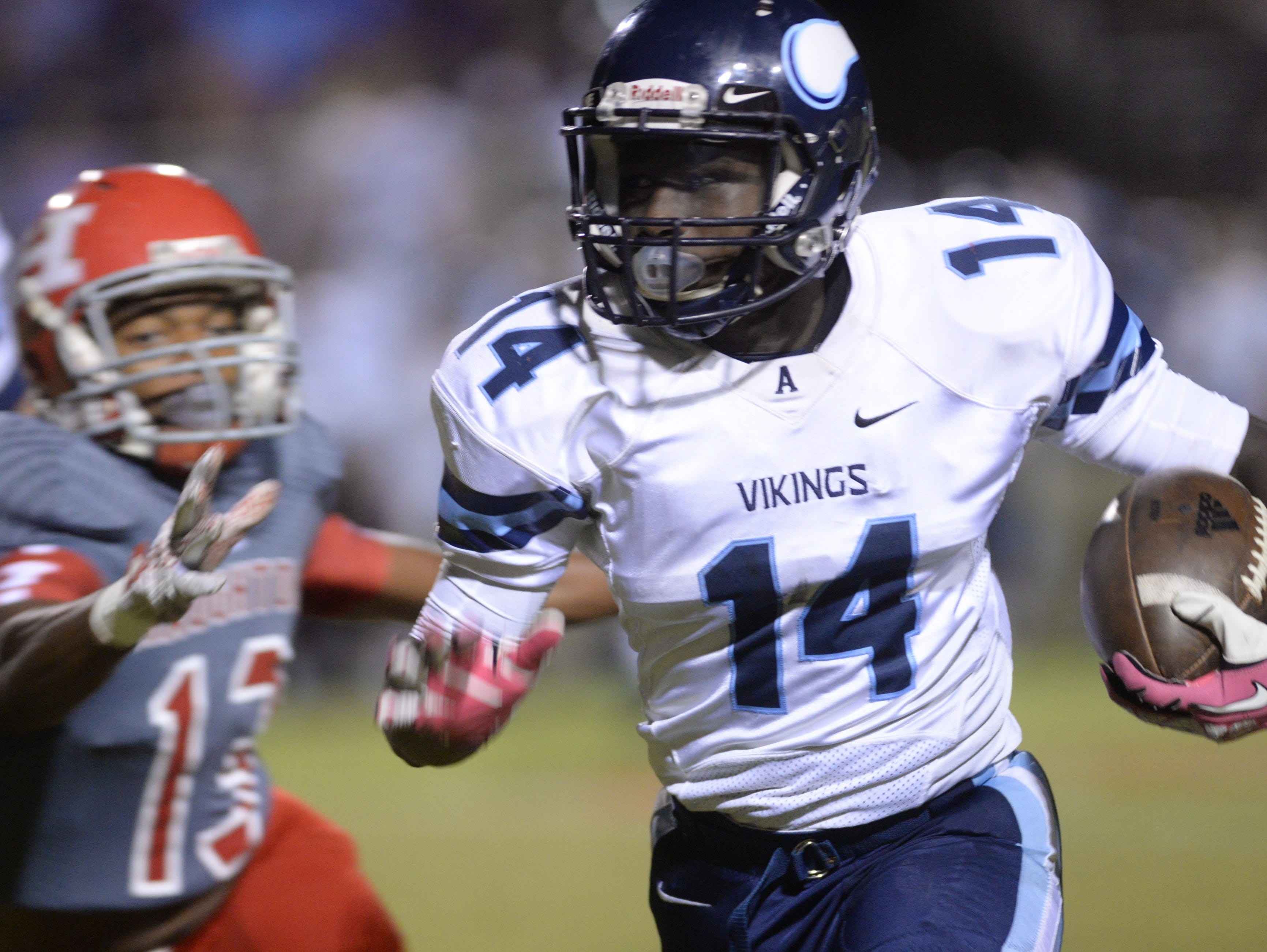 Airline's Pryce Curry runs for yardage against Haughton.