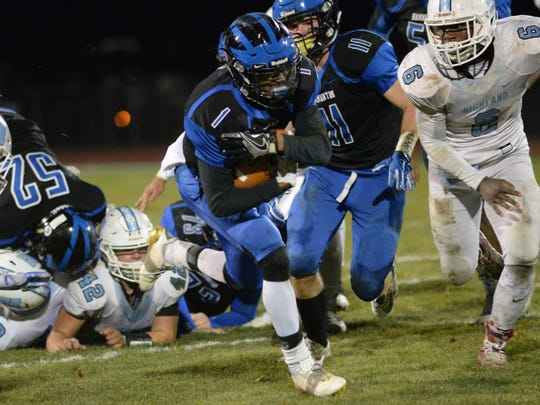 Hammonton's Dayquan Murray carries the ball during Friday night's South Jersey Group 4 semifinal football game against Highland. 11.17.2017.