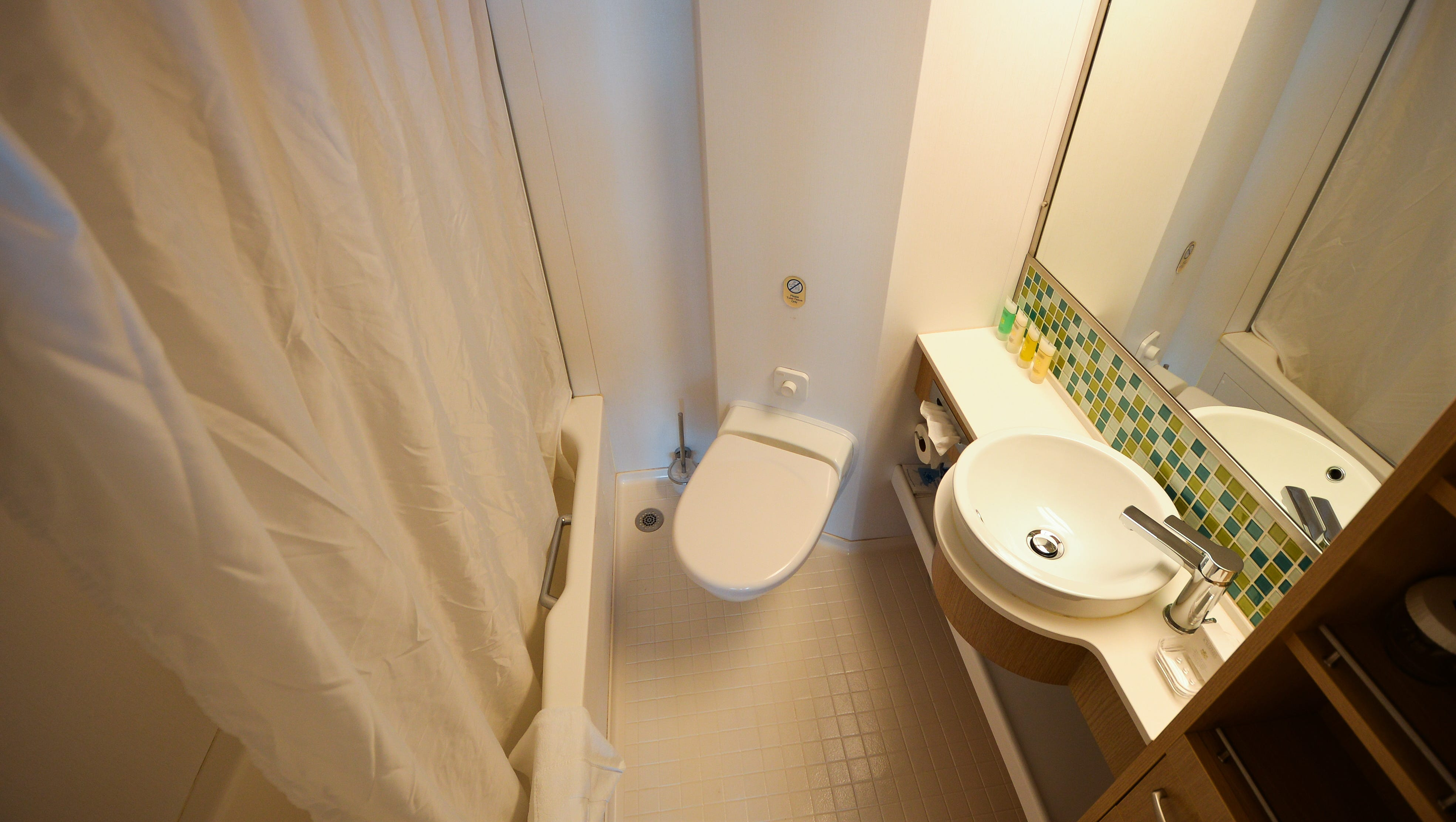 The master bathrooms in Royal Family Suites have bathtubs.