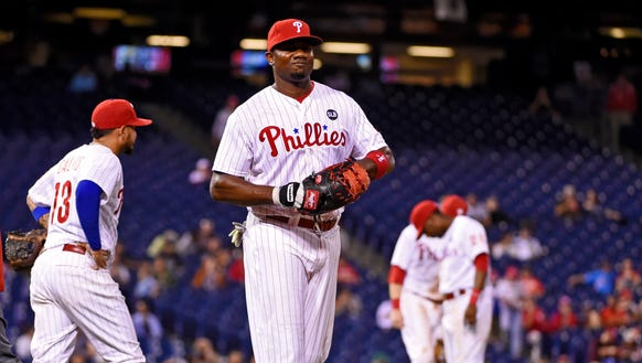 Phillies first baseman Ryan Howard grimaces after injuring