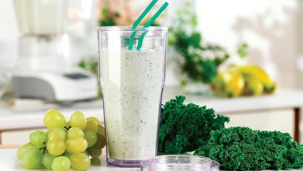 Need a little detox? Try this green smoothie from The Supper Swap Girls.