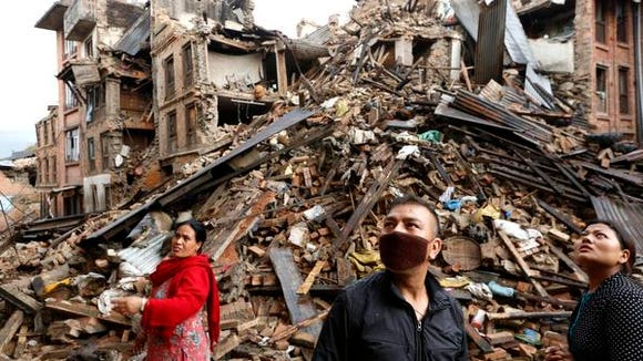 Family members look at a damaged buildings at Vhaktapur in Nepal, 27 April 2015. The death toll from this weekend's earthquake in Nepal is now at 4,138, reports the country's Interior Ministry.  EPA/ABIR ABDULLAH