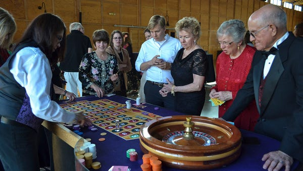 Oregon Garden volunteers enjoy a Casino Royale themed recognition night.