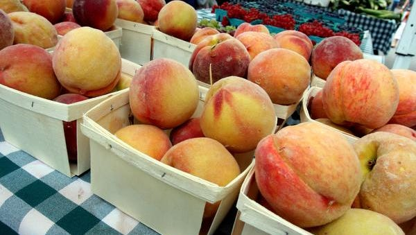 Peaches line the tables at the Tarrytown Farmers Market.