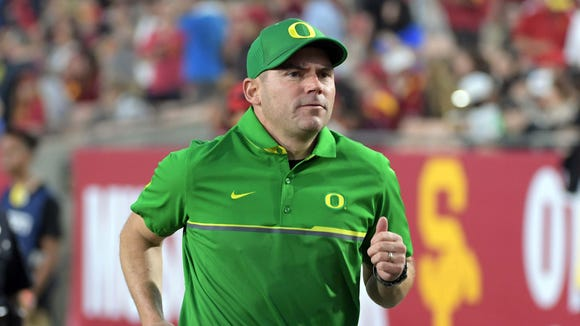 Nov 5, 2016; Los Angeles, CA, USA; Oregon Ducks head coach Mark Helfrich reacts during a NCAA football game against the Southern California Trojans at Los Angeles Memorial Coliseum. Mandatory Credit: Kirby Lee-USA TODAY Sports