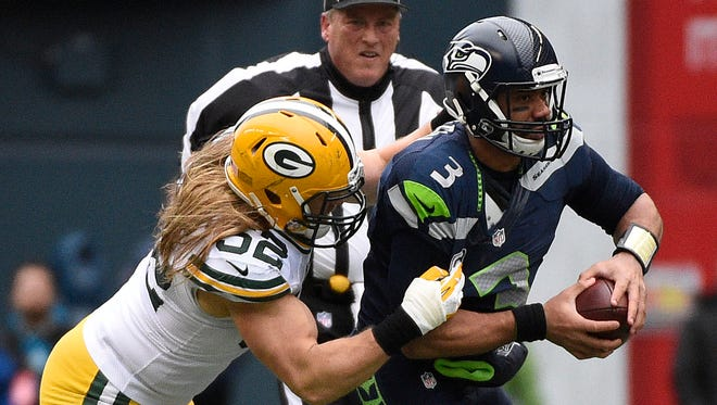 Green Bay Packers outside linebacker Clay Matthews (52) sacks Seattle Seahawks quarterback Russell Wilson (3) during the second half in the NFC Championship game at CenturyLink Field.