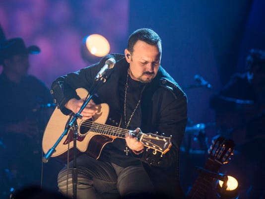 635703235441041358-Pepe-Aguilar-MTV-Unplugged06-Copy1