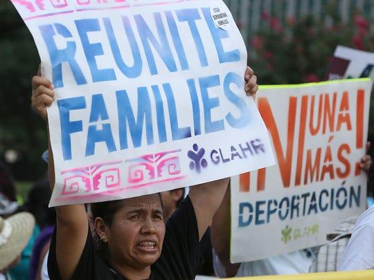 Activistas pro inmigrantes piden la aprobación de una reforma migratoria y la reunificación de familias.