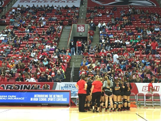 Wapahani huddles up during a break in the third set.