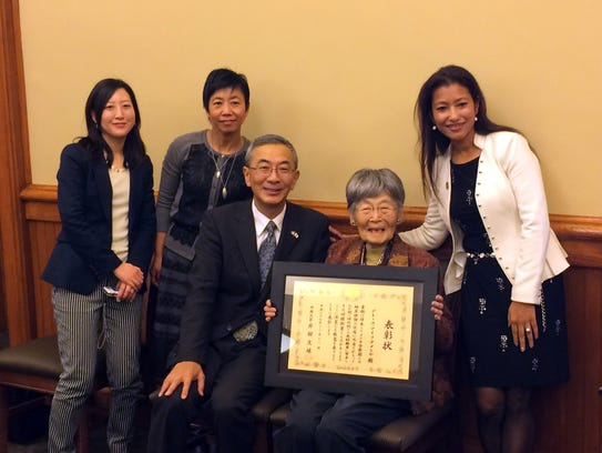 Former internee Grace Amemiya of Ames receives a commendation