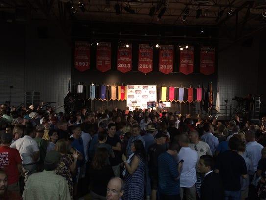 Cientos ya esperan al precandidato republicano Ted