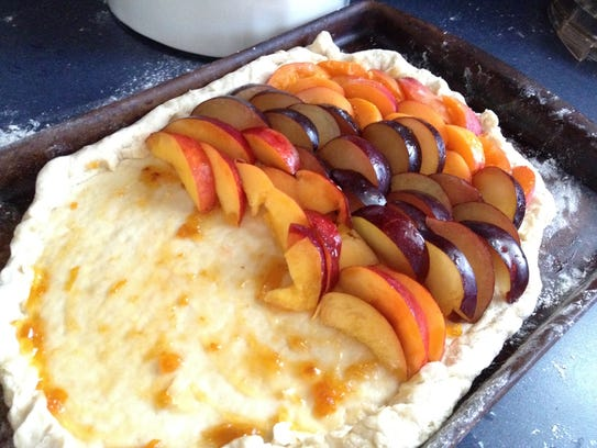 The assembly of a summer dessert made with peaches