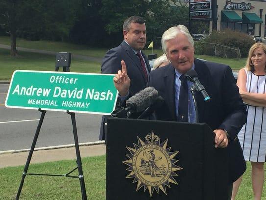 Retired Metro police Cmdr. Bob Nash speaks at a ceremony