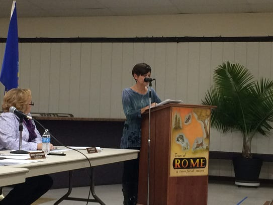 Rome resident Patti Beck speaks to Rome officials Oct.