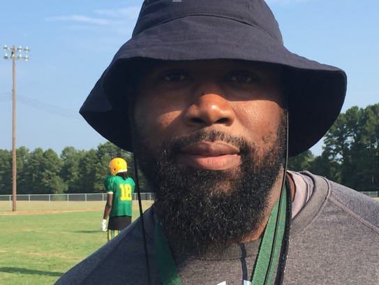 Green Oaks coach Terrence Isaac
