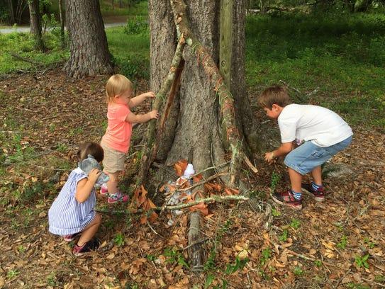 Children learn problem-solving skills during a Tinkergarten