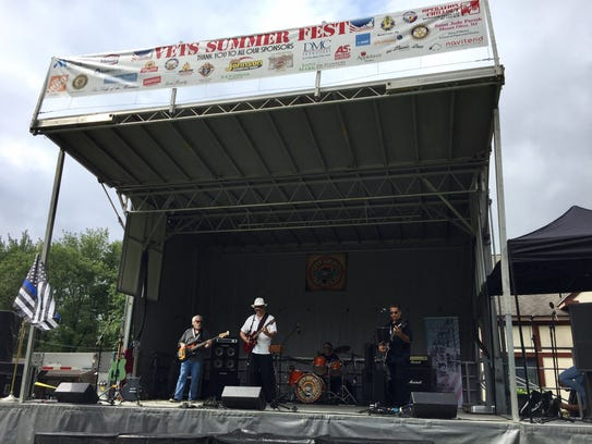 Jimbeau and the Retrocasters perform at Vets Summer