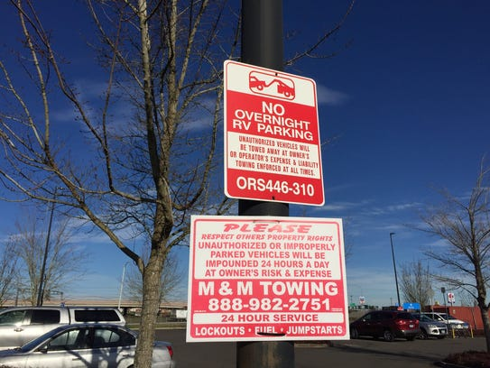 Picture of the no parking sign at the Woodburn Walmart