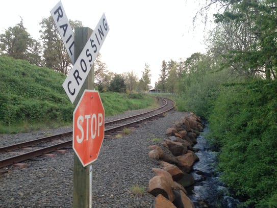 Willamette Valley Railway line near Macleay.