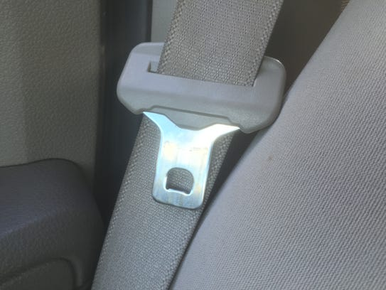 how to put seat belt in flight