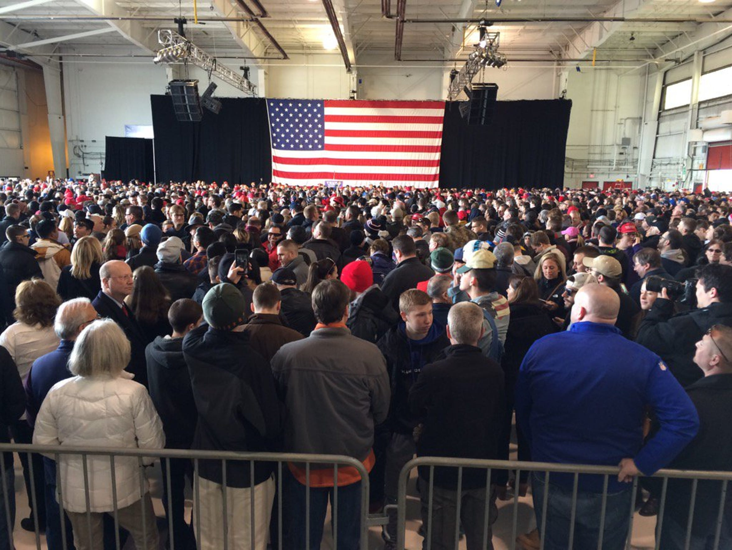 The crowd nears capacity an hour before Donald Trump's