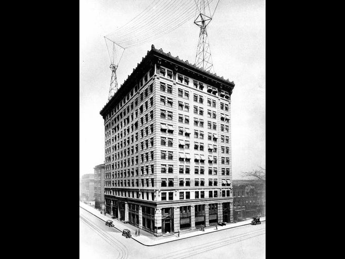 The Dupont office building in 1909, prior to the addition