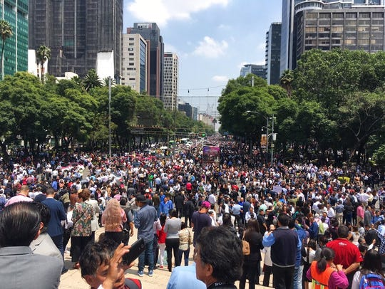 People fill Paseo de la Reforma after evacuating from