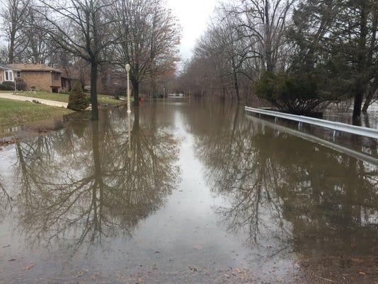 636548129770386735-Lansing-flooding.jpg