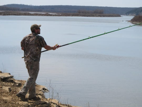 A spoonbill snagger casting from the bank on opening