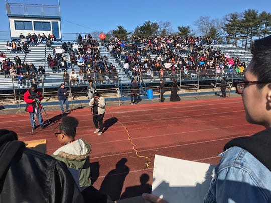 Hundreds of students listening to four student speeches largely calling on Congress to take action on gun control. Student says Parkland, Trayvon Martin and Michael Brown shootings show need. #nationalschoolwalkout 0 replies 2 retweets 1 like Reply