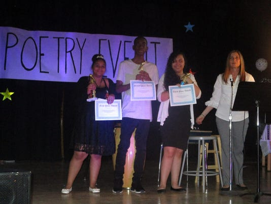 636602812463326048-Poetry-club-at-school-18.jpg