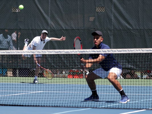 636626983233617763-NOAH-GUILLERMO-ROB-MAY-MARQUETTE-TENNIS.JPG